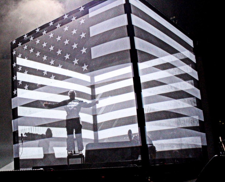 Outkast performing in Atlanta's Centennial Olympic Park, September 27, 2014.  The flag design is similar but not identical to Stankonia's: the stars are right side up.