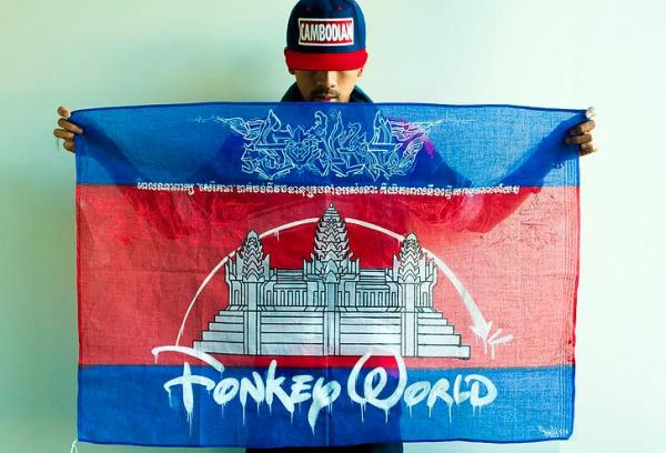 """FONKi 514 and his flag with the sentence in Khmer."" (He had also transformed Angkor Wat into ""Fonkey World"".)"