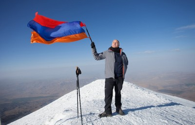Flying the flag atop Mt. Ararat, 4 August 2014.  (Photo by Raffi Youredjian, flickr.)