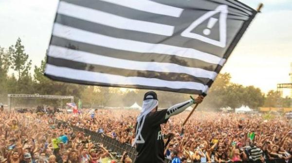 HDYNATION flag. Photo by @rukes.