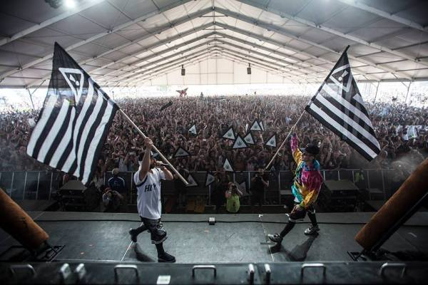 """@FLOSSTRADAMUS and @WakaFlockabsm  link up for ""TTU (Too Turnt Up)"".""  Photo from Nick Guarino's @thissongisNICK feed."