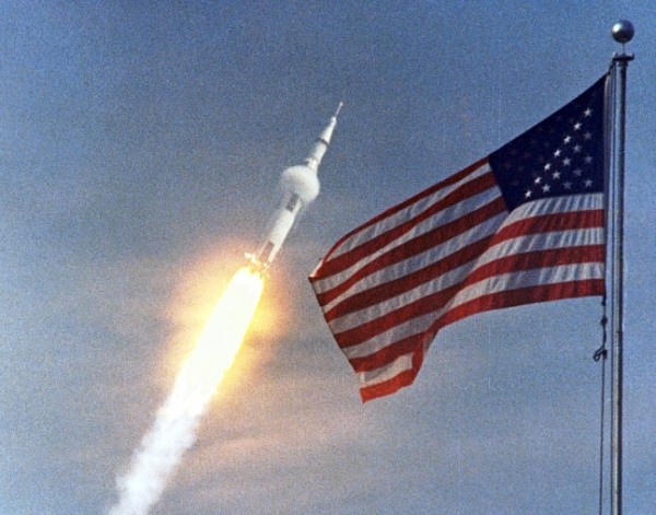 Apollo-11-Saturn-V-rocket-lifts-off-from-Kennedy-Space-Center-Launch-Complex-39A-July-16-1969-in-front-of-U.S.-flag-NASA-photo-posted-on-SpaceFlight-Insider-647x508