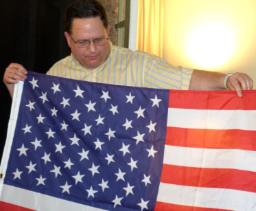"Scott Mainwaring and his U.S. flag with ""randomly perturbed"" stars."